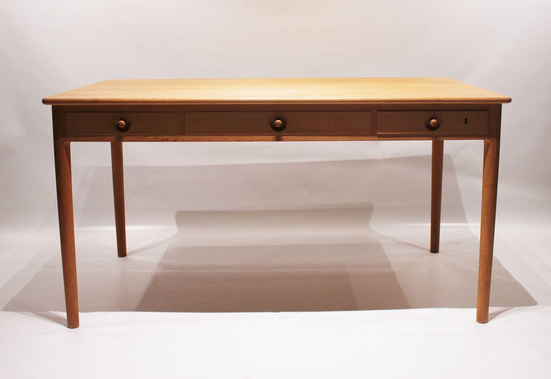 Picture of: Osted Antik Design Skrivebord Model Pp305 I Saebebehandlet Eg Af Hans J Wegner Og Pp Mobler 1960
